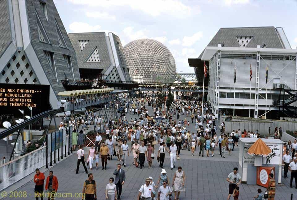 1967 Vue sur des pavillons Expo 67, sources, photo de Bill Dutfield, Flickr Via Photos de Montréal et Scènes Urbaines 19e et 20e Siècle on Facebook