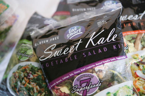 Easy on the go healthy lunches - Salad Kits #Easy, fast and healthy on-the-go lunch solutions #EatSmartVeggies #AD